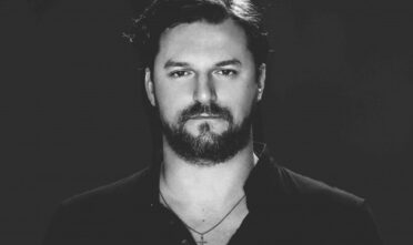 SOLOMUN-The-Center-Will-Not-Hold